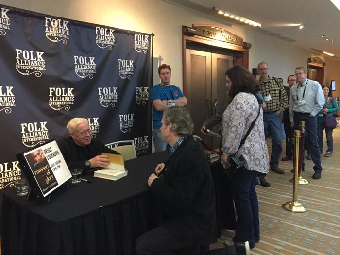 Bruce Cockburn book signing FAI 2017 - photo Ana Miura