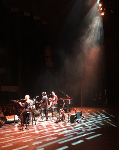 Songwriters' Circle - backstage view - photo Jack Ross