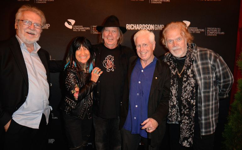 Stéphane Venne - Buffy Saint-Marie - Neil Young - Bruce Cockburn - Randy Bachman - photo Tom Sandler